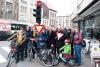 Actievoerders aan het kruispunt Kerkstraat/Carnotstraat vlakbij Borgerhout